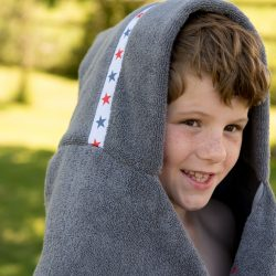 Jumbo Hooded Towel Grey – Red Stars design