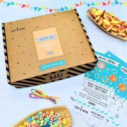 Sweetie strings party activity box